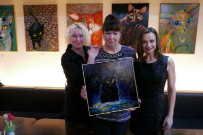Štrynclová vydražila obraz pro útulek za 15.000 apočítá KočkoMandaly